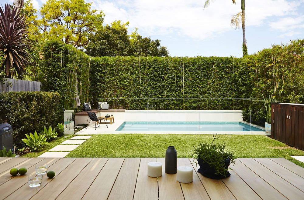 praktische moderne tuin met zwembad interieur inrichting. Black Bedroom Furniture Sets. Home Design Ideas