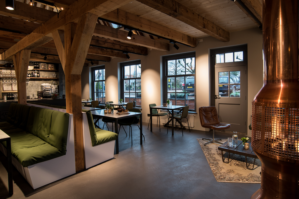 Binnenkijken in restaurant loetje s garage interieur for Interieur inrichting