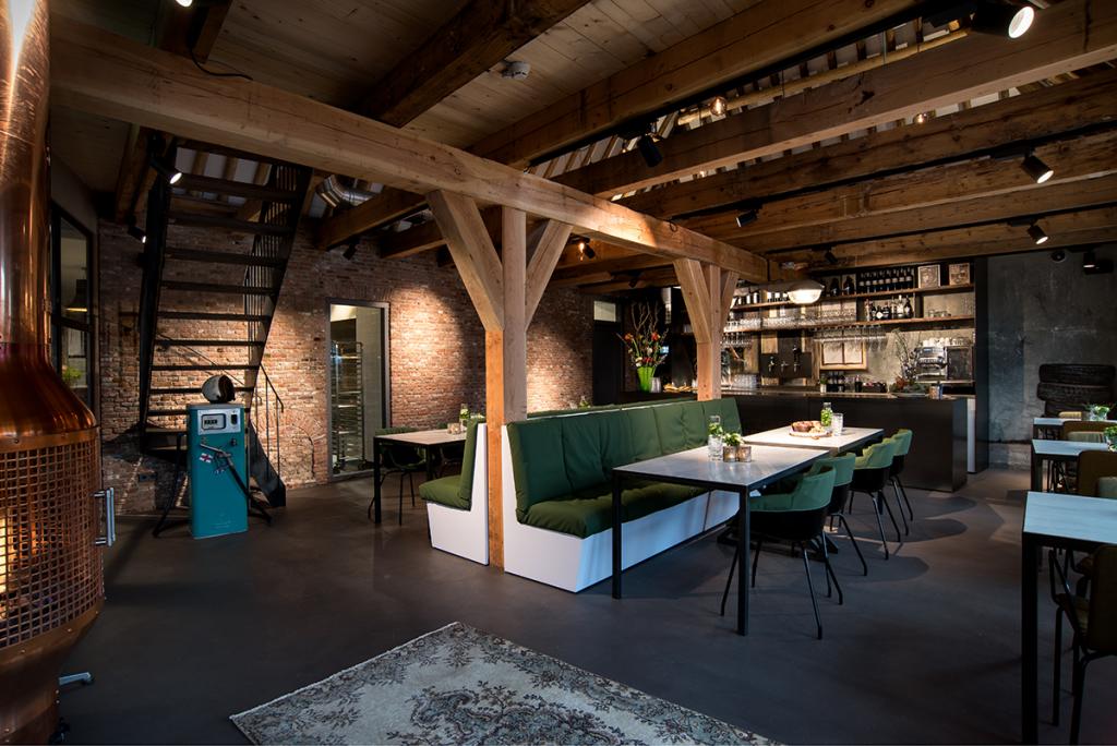 Binnenkijken in restaurant loetje s garage interieur for Interieur restaurant