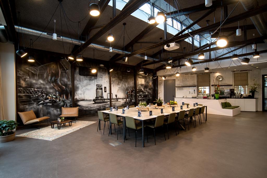 Binnenkijken in restaurant Loetje's Garage industrieel interieur