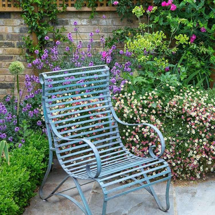 romantische tuin weeldigerige planten