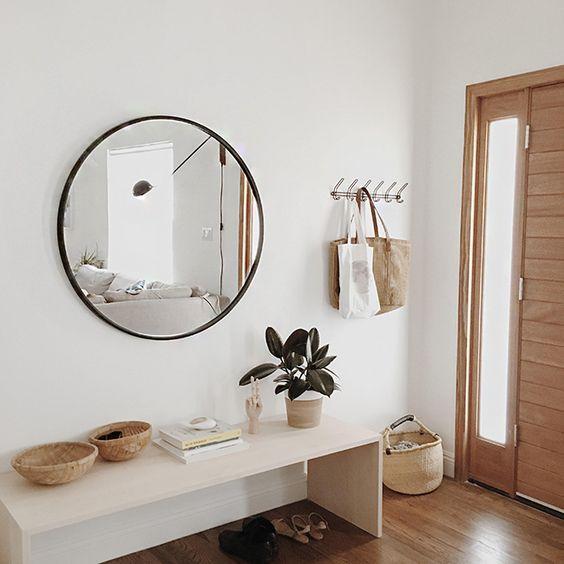Ronde spiegel in de hal