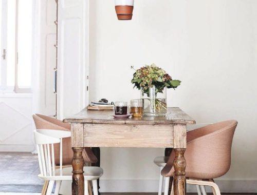 De roze eetkamerstoel