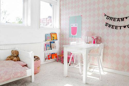 Witte meisjeskamer met roze interieur inrichting - Roze kleine kamer ...