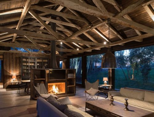 Rustiek huis midden in het bos