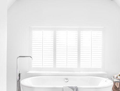 Rustieke badkamer met puntdak