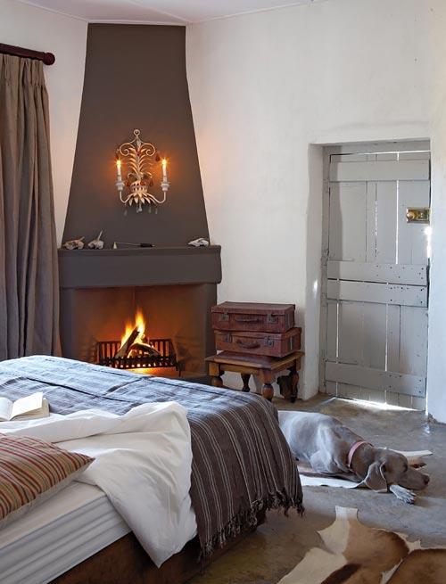 Rustieke slaapkamer van boerderij   Interieur inrichting