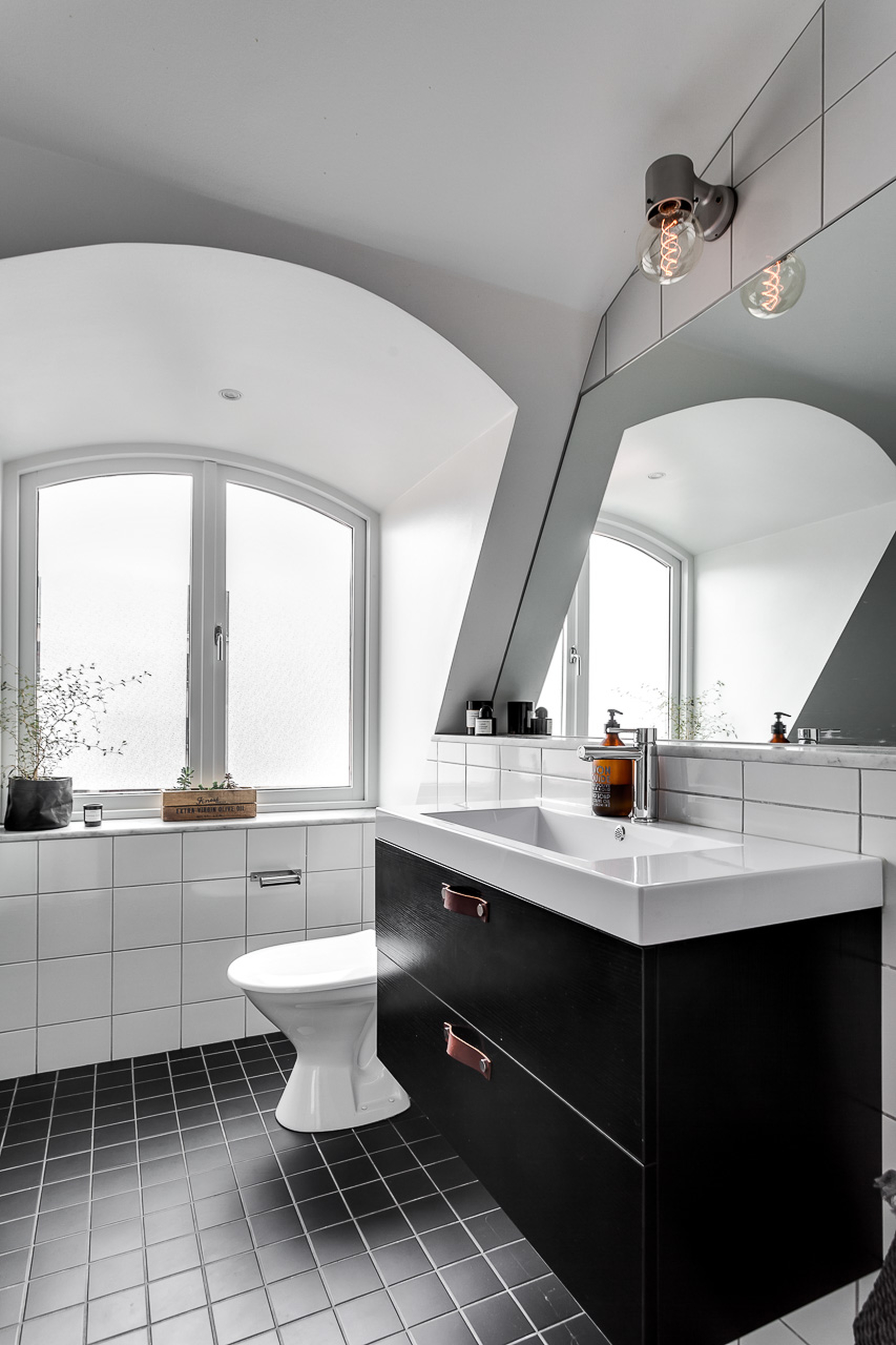 Scandinavisch duplex appartement met een industrieel tintje interieur inrichting - Appartement decoratie ...