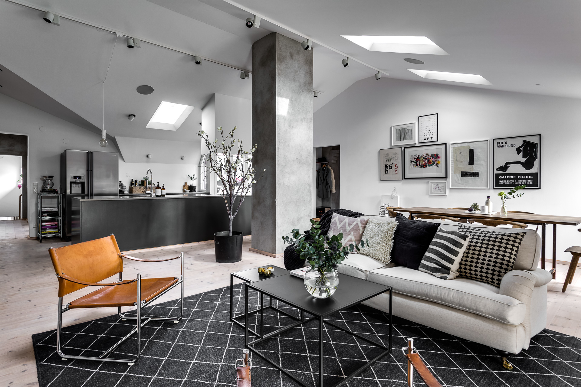 Scandinavische Vintage Woonkamer : Scandinavisch duplex appartement met een industrieel tintje