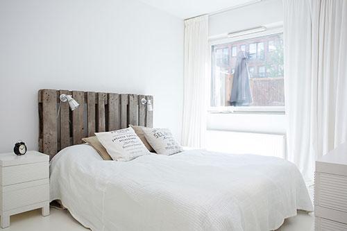 Witte Slaapkamer Met Hout : Scandinavisch interieur met rustieke ...