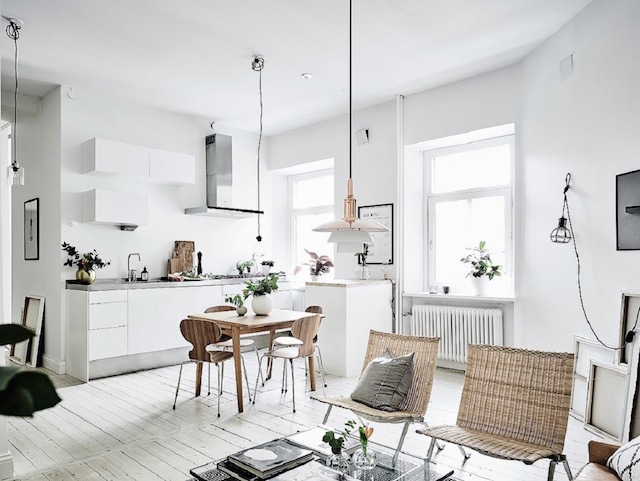 Scandinavische woonkamer met zwart wit en bruintinten interieur inrichting - Deco kleine zithoek ...