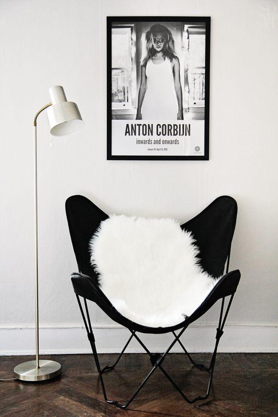 Schapenvacht op de stoel