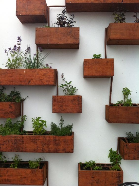 schutting ideeën stenen muur plantenbakken