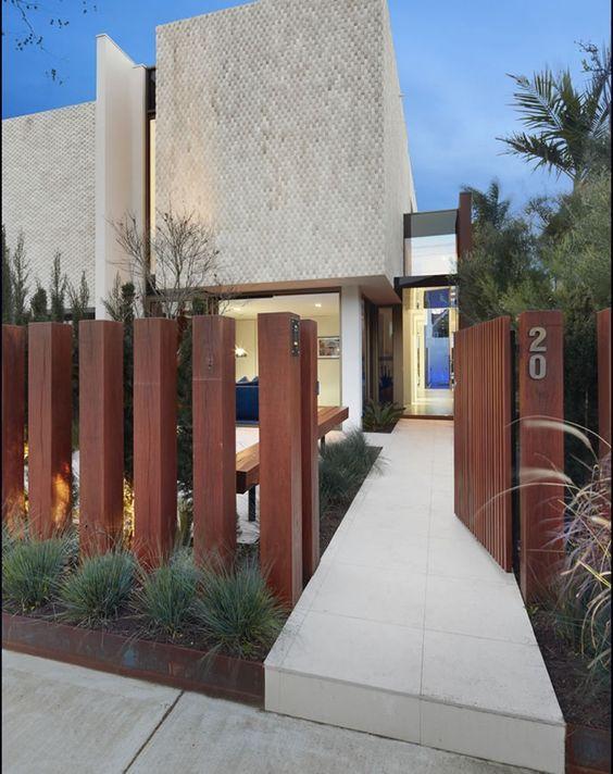 schutting ideeën verticale houten palen