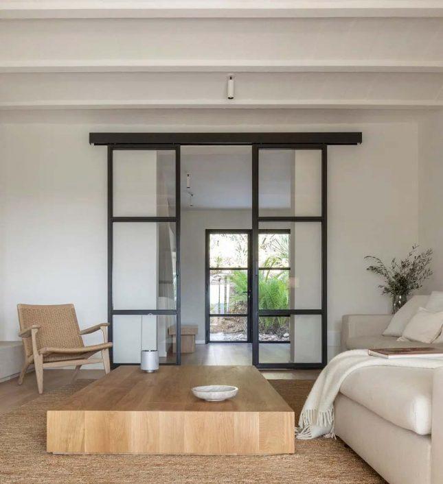 sereen interieur met een perfecte balans van rustiek chic en hedendaagse minimalisme