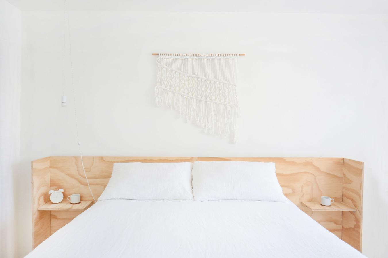 Serene witte slaapkamer van ontwerper Leah