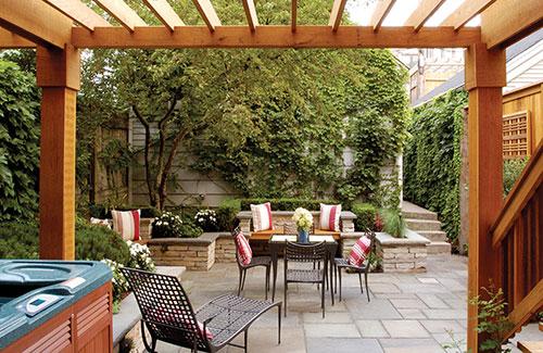 Sfeervolle tuin met balkon terras interieur inrichting - Terras met houten pergolas ...