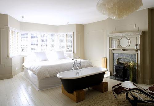 Slaapkamer ideeën met bad  Interieur inrichting