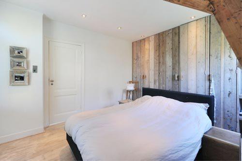 Slaapkamer met hout