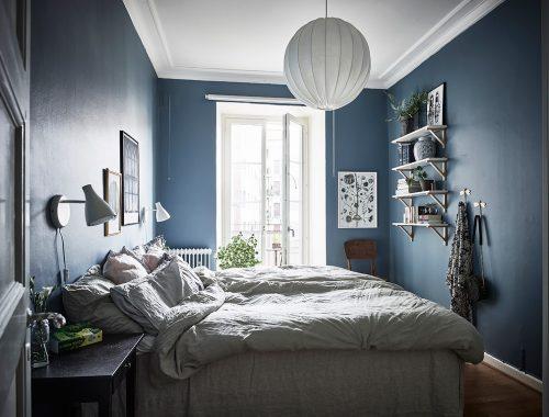Slaapkamer met mooie blauwe muren