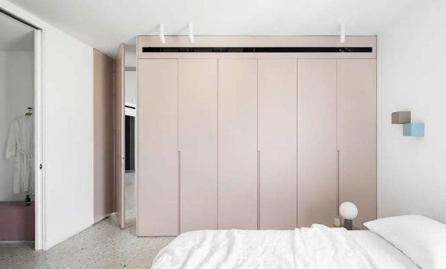 slaapkamer oudroze inbouwkasten kledingkast