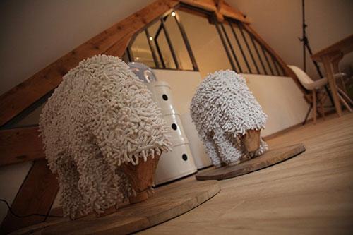 Slaapkamer Zolder Inrichting : Slaapkamer op zolder bij een Franse B&B ...