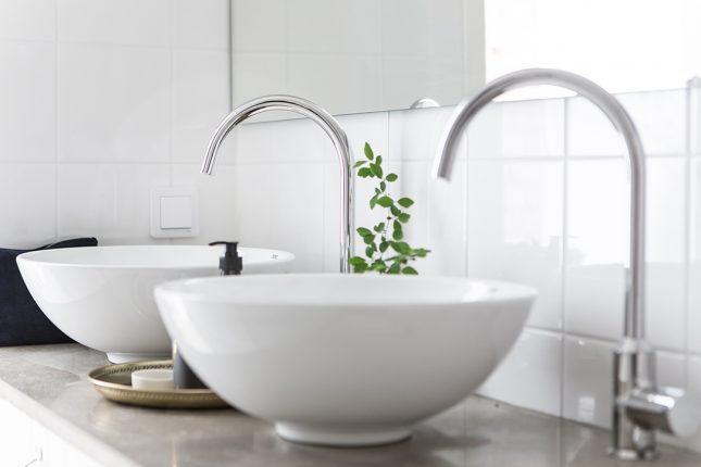 Smalle frisse compacte badkamer  Interieur inrichting