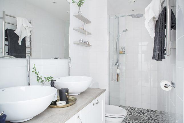 Smalle frisse compacte badkamer | Interieur inrichting