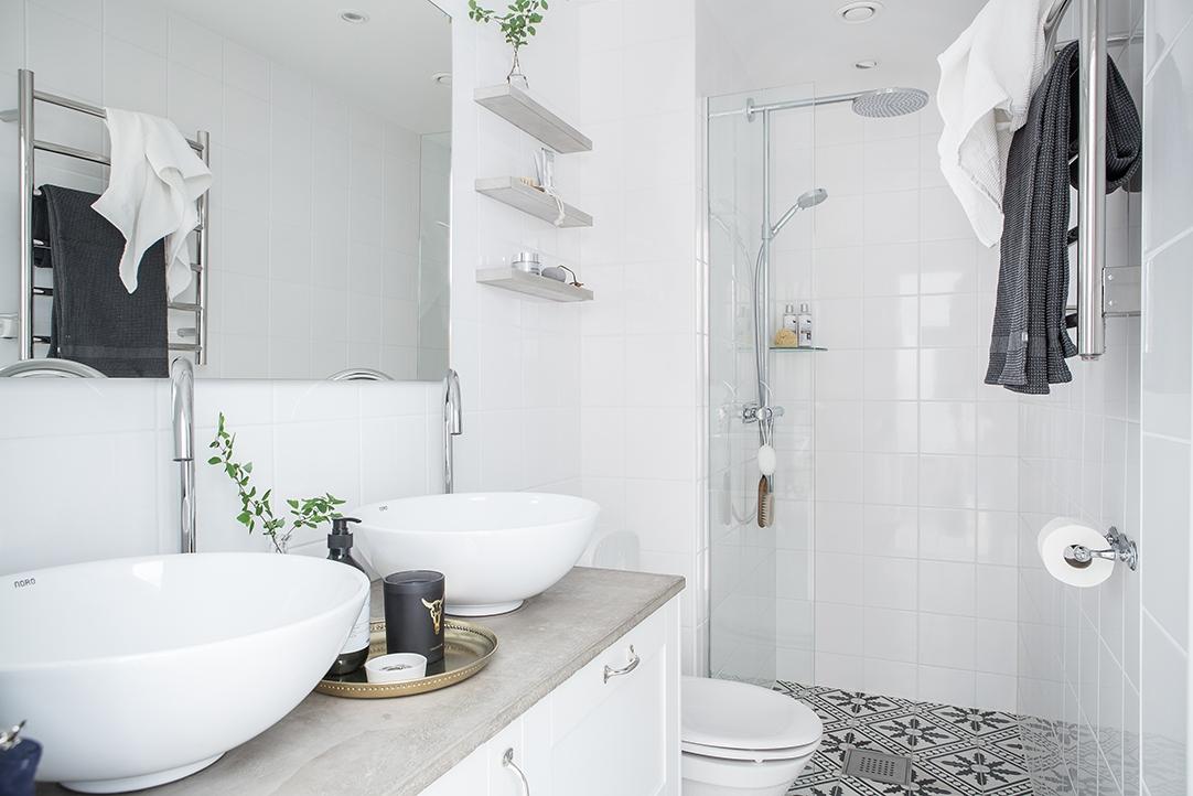 Indeling Smalle Badkamer : Smalle frisse compacte badkamer interieur inrichting