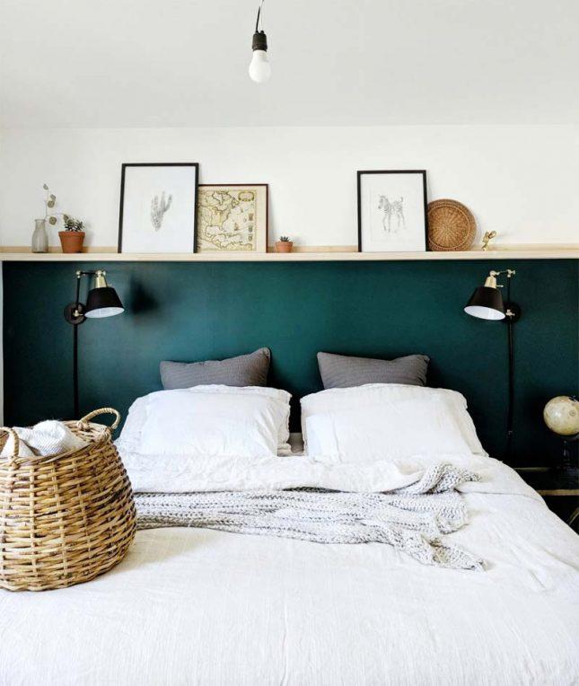 smaragdgroene lambrisering slaapkamer