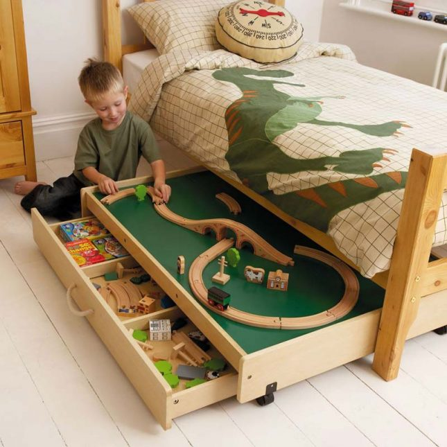 Speelgoed opbergen onder bed