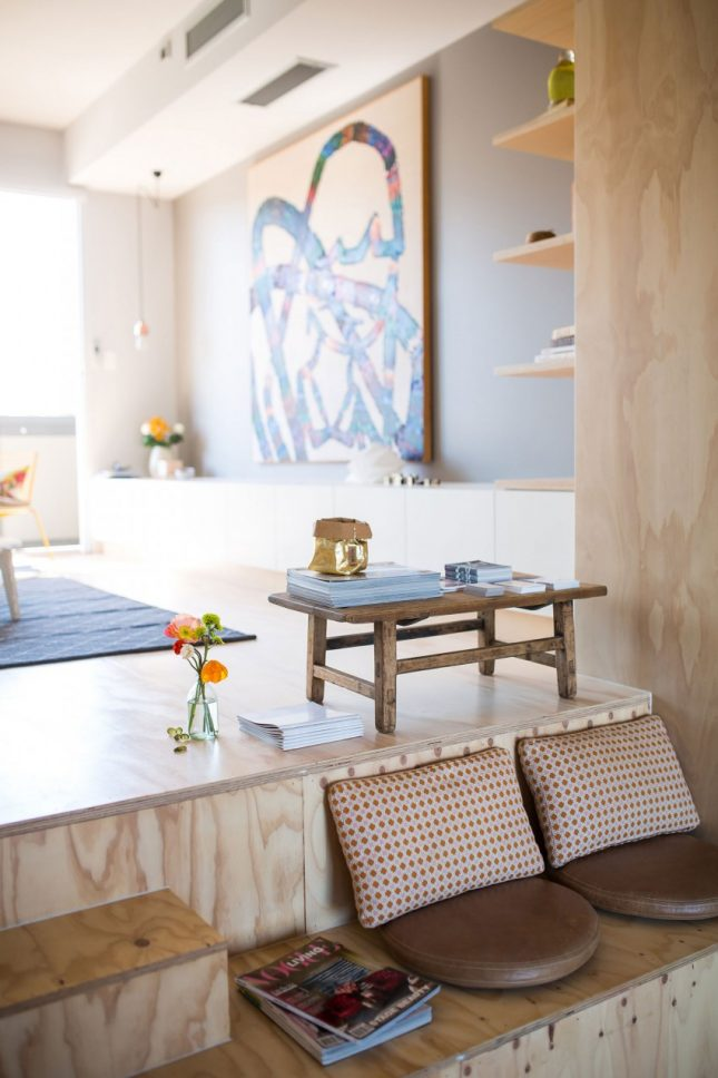 Speelse moderne woonkamer met underlayment interieur inrichting for Moderne woonkamer