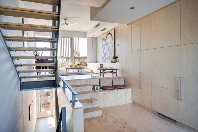 Kast Ideeen Woonkamer : Speelse moderne woonkamer met underlayment ...