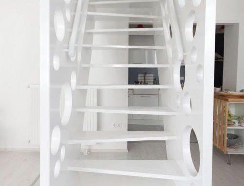 Speelse trap en roomdevider