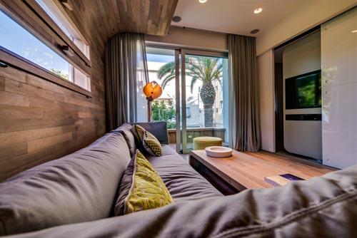Speelse woonkamer in Tel Aviv