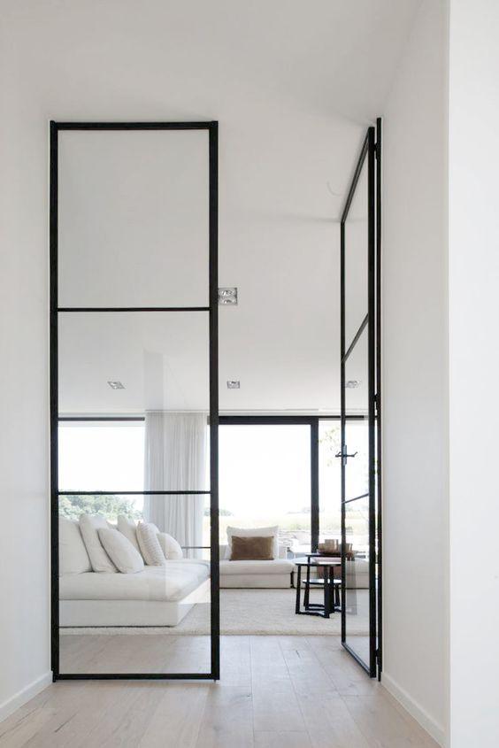Stalen deur tussen hal en woonkamer of keuken | Interieur inrichting