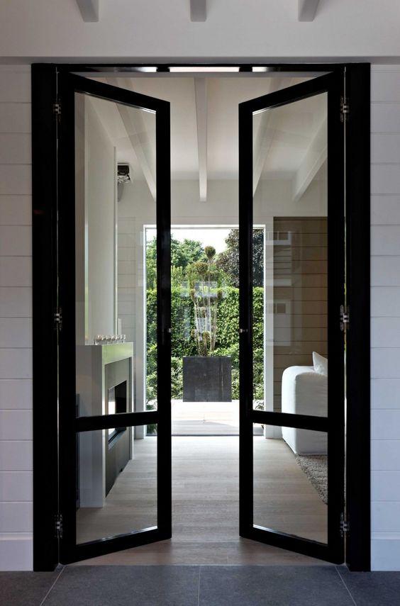 Stalen deur tussen hal en woonkamer of keuken interieur for Interieur in french