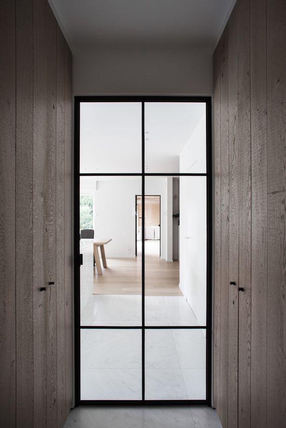 http://www.interieur-inrichting.net/afbeeldingen/stalen-deur-tussen-hal-en-woonkamer-of-keuken-9.jpg
