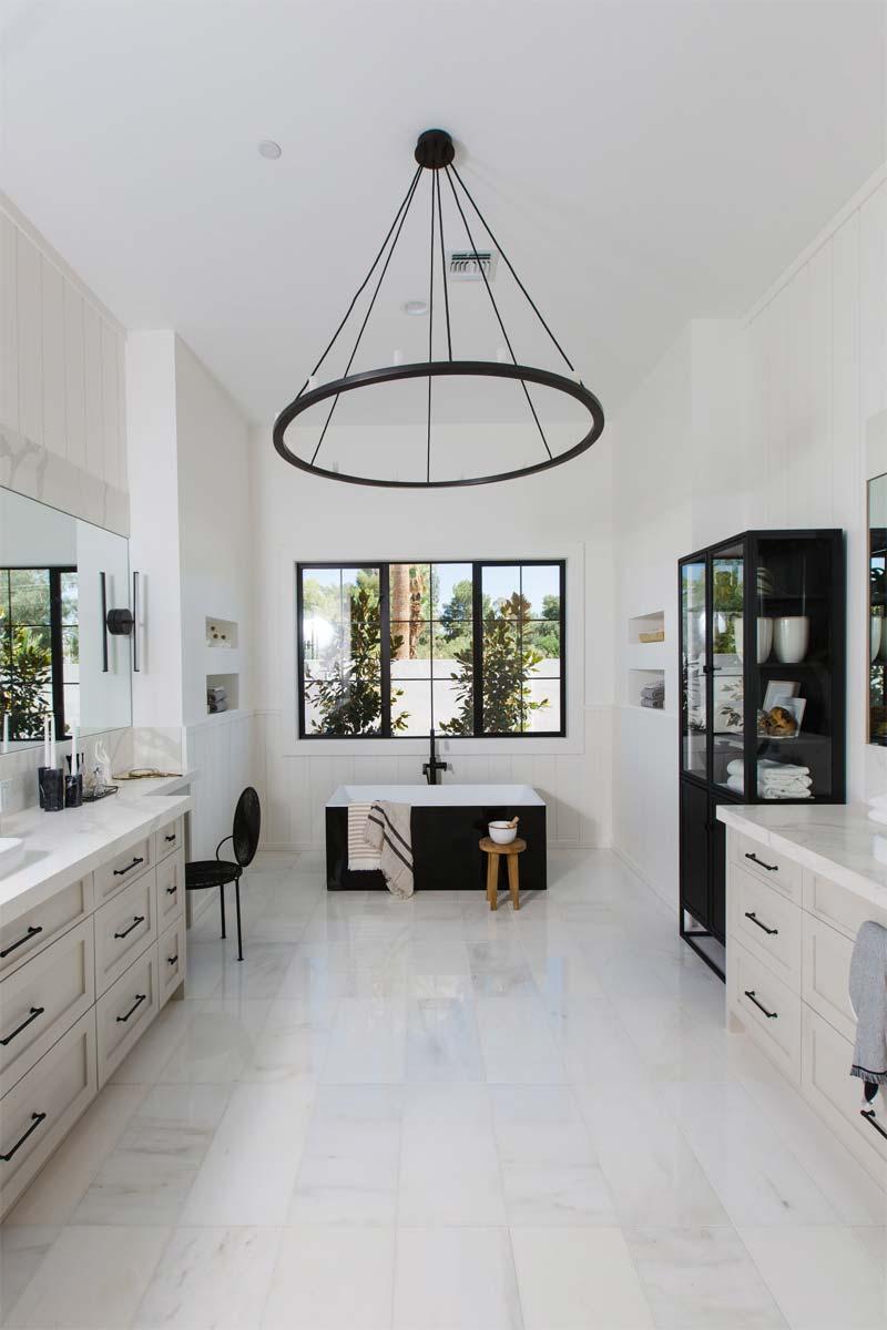 stalen vitrinekast badkamer