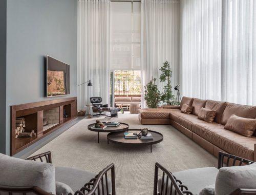 Stijlvolle woonkamer met mooie bruine tinten
