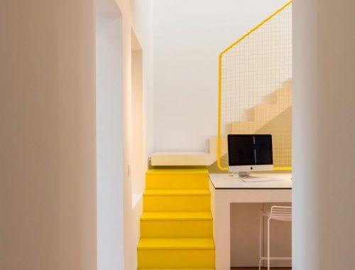 Stoere geel witte trap