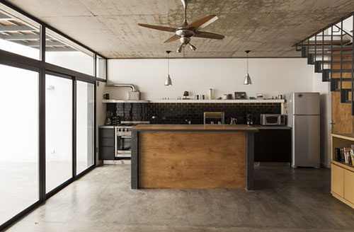 Stoere keuken met beton, staal en hout