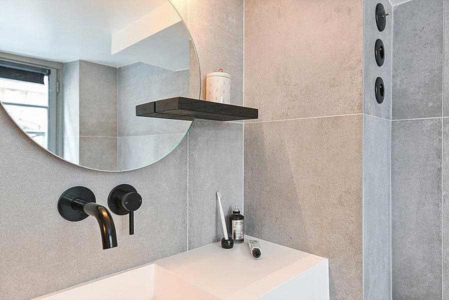 Kleine Praktische Badkamer : Stoere praktische badkamer in een klein appartement van 42m2