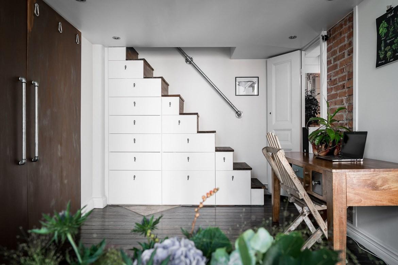 Stoere trap met trapkast én washok! | Interieur inrichting