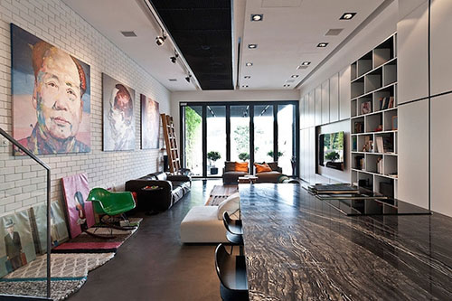 Stoere woonkamer met een mix van kleuren en patronen | Interieur ...