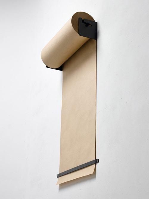 Studio papier roller aan de muur