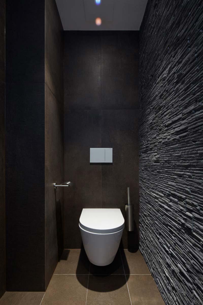 toilet inspiratie donkere natuurstenen muur