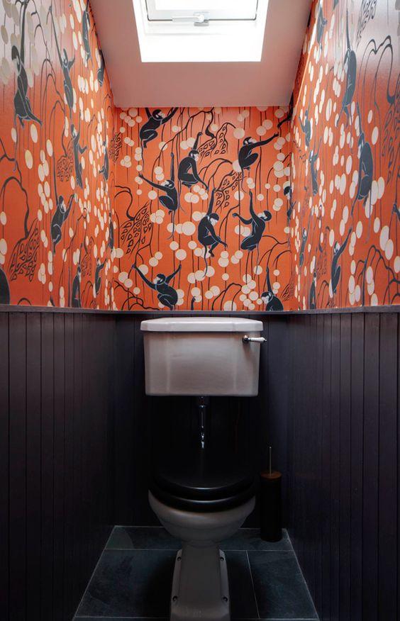 Toilet met behang