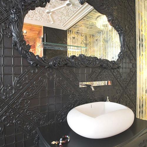 Toilet met mozaïek tegels kunstwerk
