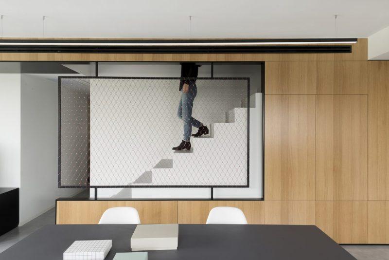 Trap ideeen - deze trap is aan de buitenzijde super mooi afgewerkt met houten bekleding en net als balustrade